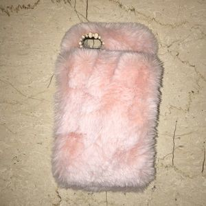 Fluffy iPhone 6-6s case with hand holder